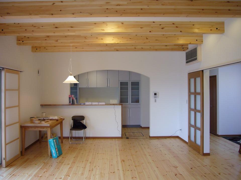 LDKの空間。台所を望む。